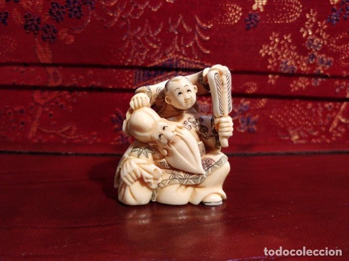 Arte: Antigua colección de 12 netsukes de marfil, con delicada talla y motivos. Firmados. - Foto 3 - 53845044