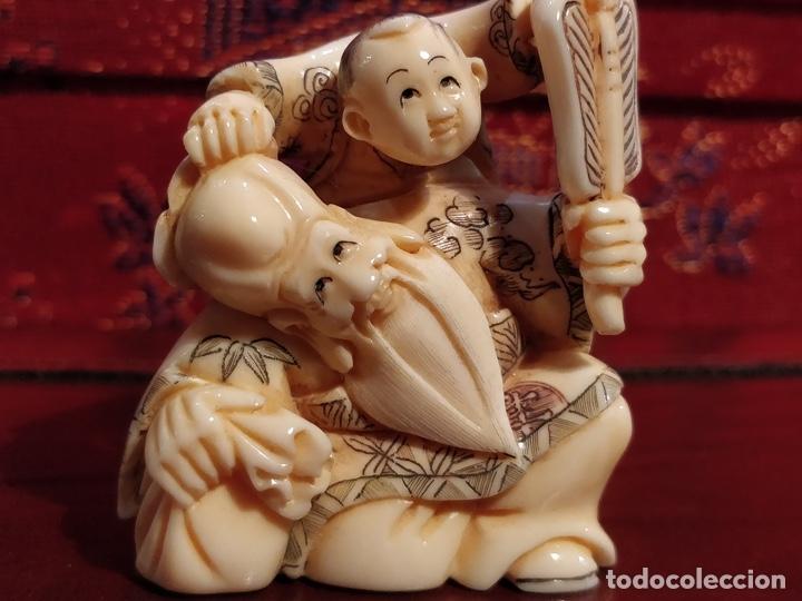 Arte: Antigua colección de 12 netsukes de marfil, con delicada talla y motivos. Firmados. - Foto 4 - 53845044