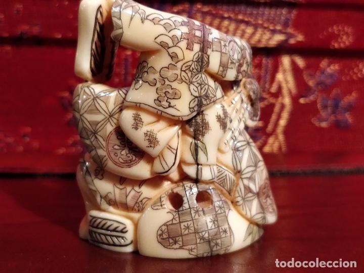 Arte: Antigua colección de 12 netsukes de marfil, con delicada talla y motivos. Firmados. - Foto 5 - 53845044