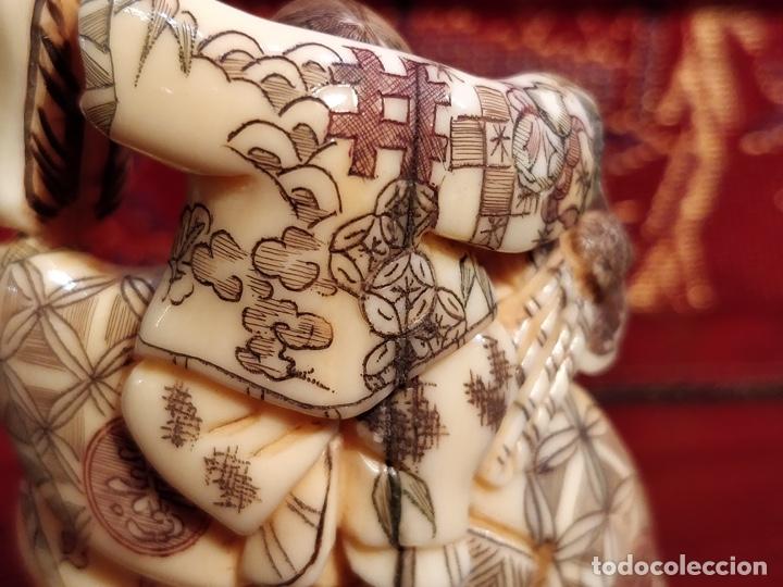Arte: Antigua colección de 12 netsukes de marfil, con delicada talla y motivos. Firmados. - Foto 6 - 53845044