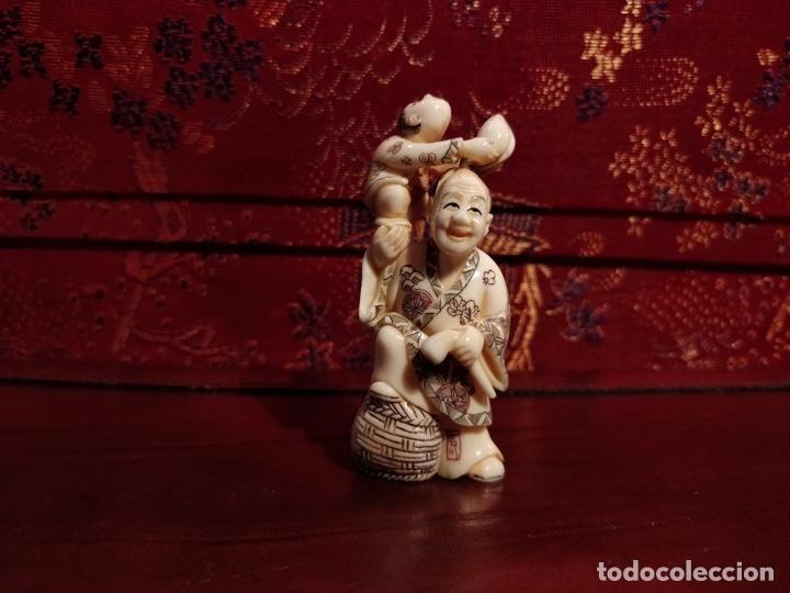 Arte: Antigua colección de 12 netsukes de marfil, con delicada talla y motivos. Firmados. - Foto 8 - 53845044