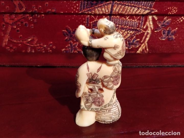 Arte: Antigua colección de 12 netsukes de marfil, con delicada talla y motivos. Firmados. - Foto 11 - 53845044