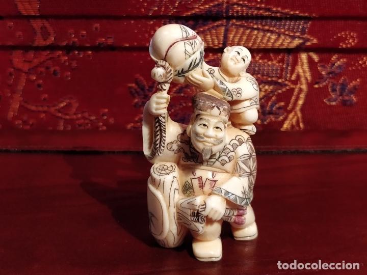 Arte: Antigua colección de 12 netsukes de marfil, con delicada talla y motivos. Firmados. - Foto 16 - 53845044