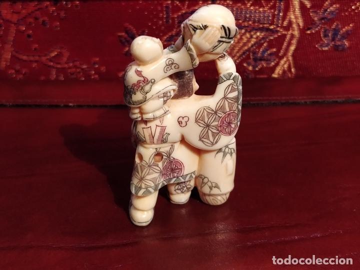 Arte: Antigua colección de 12 netsukes de marfil, con delicada talla y motivos. Firmados. - Foto 18 - 53845044