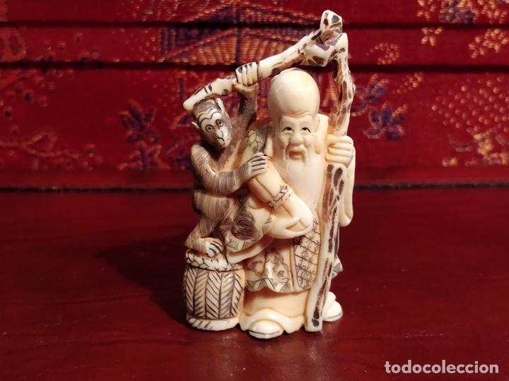 Arte: Antigua colección de 12 netsukes de marfil, con delicada talla y motivos. Firmados. - Foto 23 - 53845044
