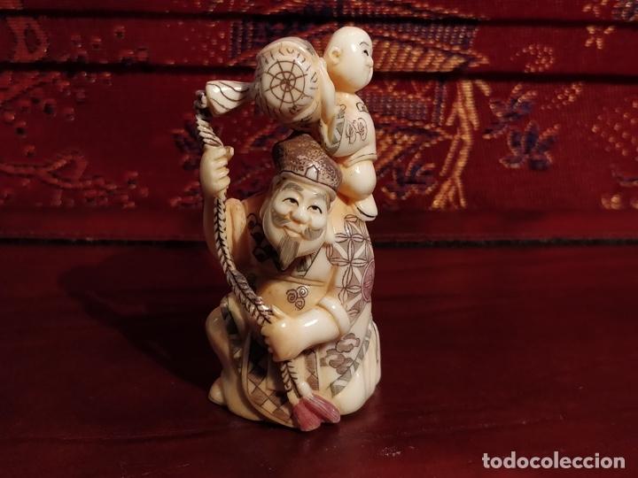 Arte: Antigua colección de 12 netsukes de marfil, con delicada talla y motivos. Firmados. - Foto 26 - 53845044