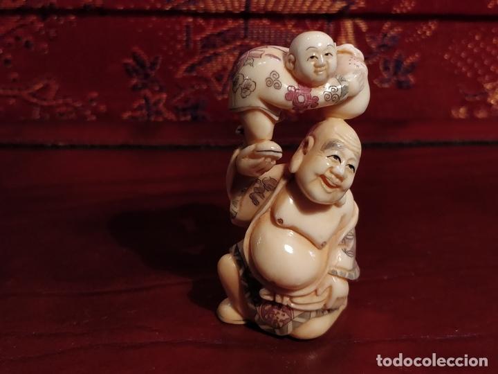 Arte: Antigua colección de 12 netsukes de marfil, con delicada talla y motivos. Firmados. - Foto 28 - 53845044