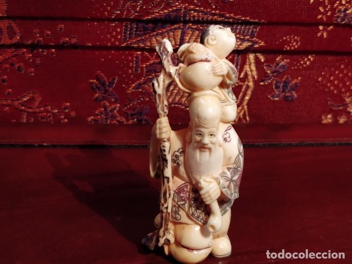 Arte: Antigua colección de 12 netsukes de marfil, con delicada talla y motivos. Firmados. - Foto 31 - 53845044