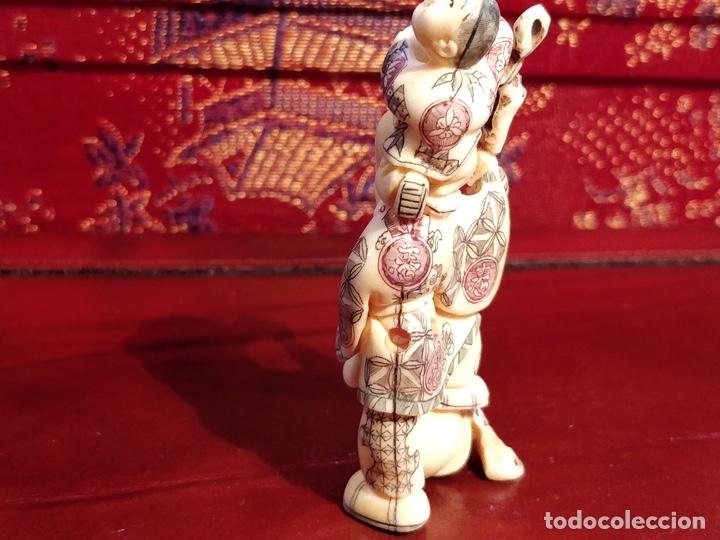 Arte: Antigua colección de 12 netsukes de marfil, con delicada talla y motivos. Firmados. - Foto 32 - 53845044