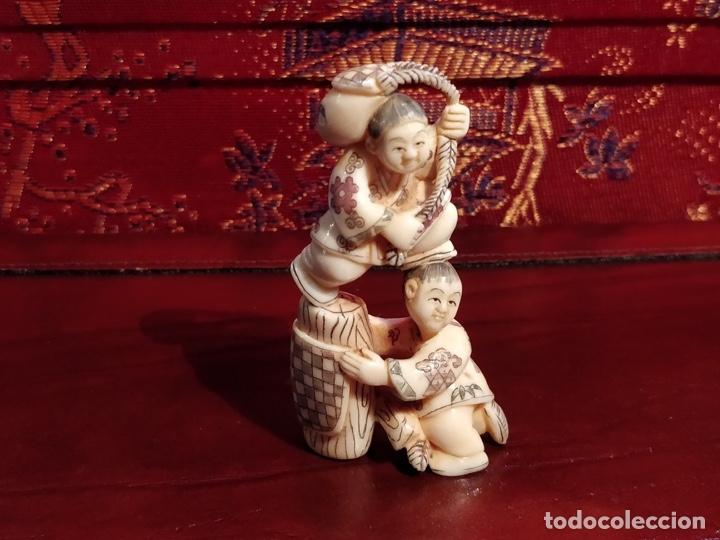 Arte: Antigua colección de 12 netsukes de marfil, con delicada talla y motivos. Firmados. - Foto 33 - 53845044