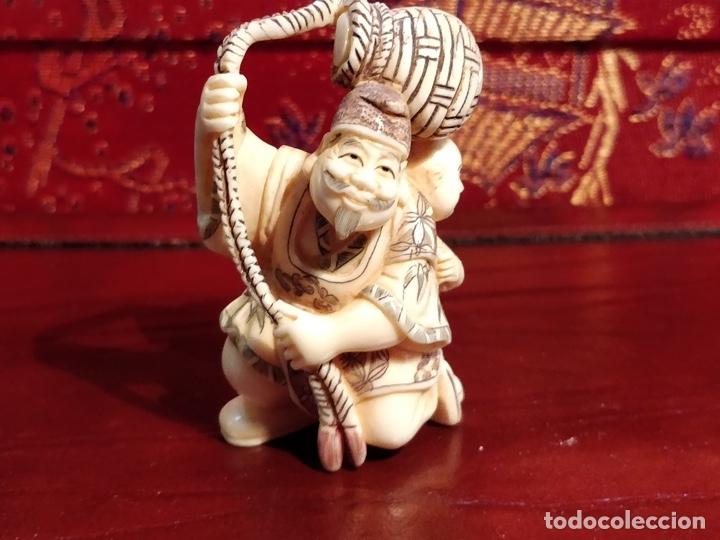 Arte: Antigua colección de 12 netsukes de marfil, con delicada talla y motivos. Firmados. - Foto 38 - 53845044