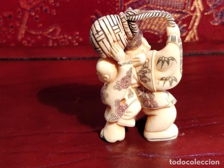 Arte: Antigua colección de 12 netsukes de marfil, con delicada talla y motivos. Firmados. - Foto 40 - 53845044