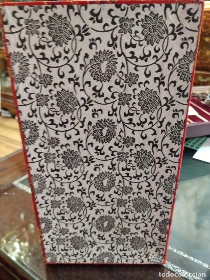 Arte: Antigua colección de 12 netsukes de marfil, con delicada talla y motivos. Firmados. - Foto 43 - 53845044