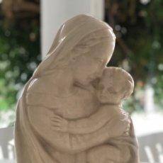 Arte: VIRGEN MARIA Y NIÑO JESÚS DE PORCELANA- DE SOBREMESA MEDIADOS DEL S.XX.. Lote 175998577