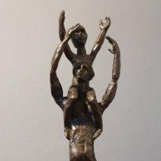 Arte: MANUEL CUSACHS (BARCELONA 1933-2019), MAGNIFICA ESCULTURA BRONCE FIRMADA (PLACA DE LA GENERALITAT).. Lote 176387805