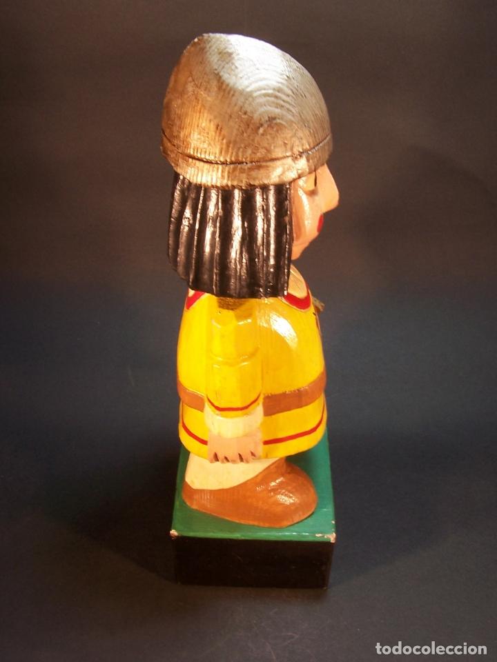 Arte: Divertida figura desoldado medieval con espada y casco. Tallada y pintada a mano. 28 cm. - Foto 2 - 177667777