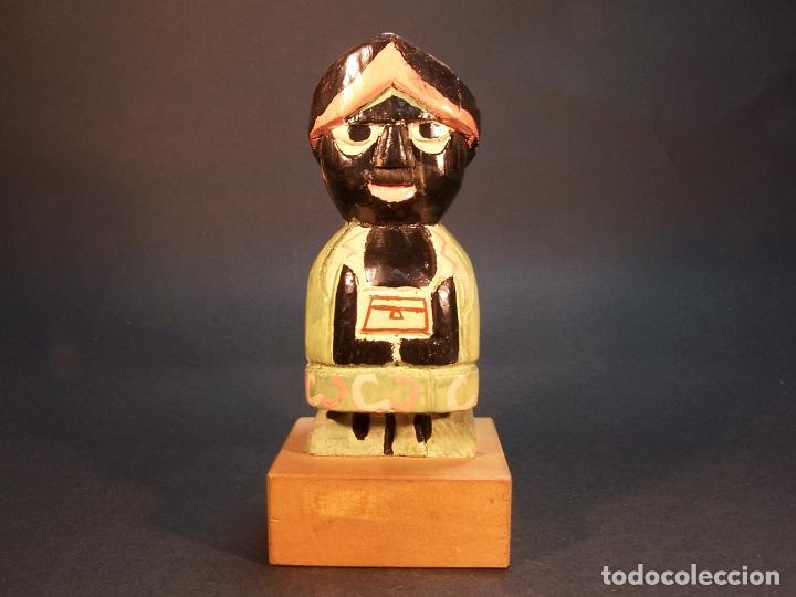 BONITA FIGURA DE REY BALTASAR. HECHO Y PINTADO A MANO. 14 CM. (Arte - Escultura - Madera)