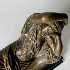 Arte: ESCULTURA RESINA CON PÁTINA DE BRONCE - MUJER TUMBADA ESTILO GRIEGO. Lote 178628122