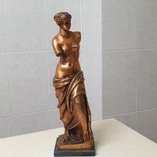 Arte: ESCULTURA DE VENUS DE NILO EN BRONCE PATINADO 40X12 CM. Lote 178737806