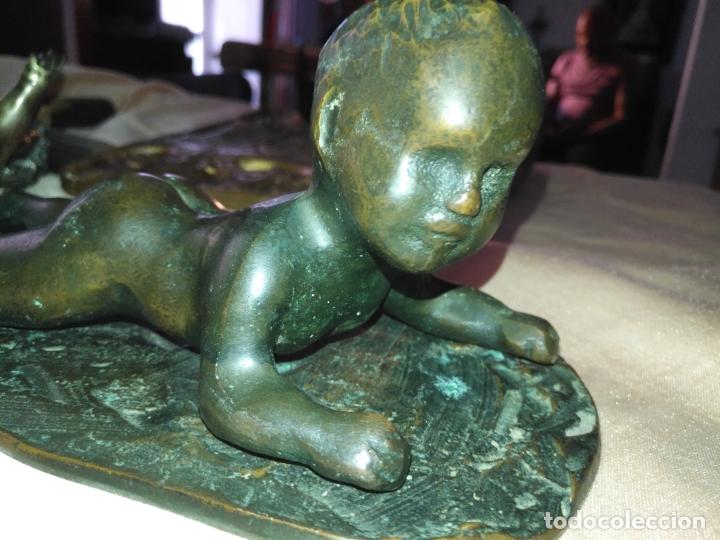 Arte: gran antigua escultura de bronce o niño acostado tumbado de piano . muy pesada + de 3 kilos - Foto 7 - 178753870
