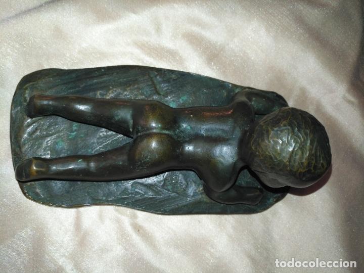 Arte: gran antigua escultura de bronce o niño acostado tumbado de piano . muy pesada + de 3 kilos - Foto 8 - 178753870