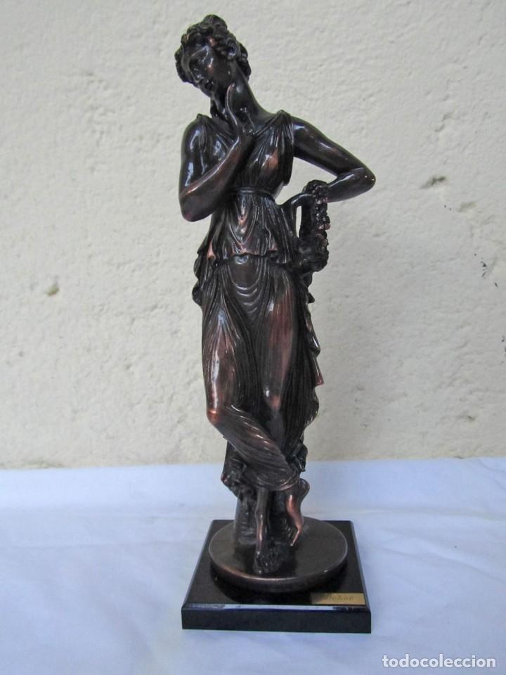 Arte: Escultura Boher estilizada figura femenina, resina patinada en bronce - Foto 2 - 179134510