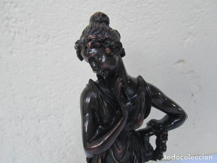 Arte: Escultura Boher estilizada figura femenina, resina patinada en bronce - Foto 3 - 179134510
