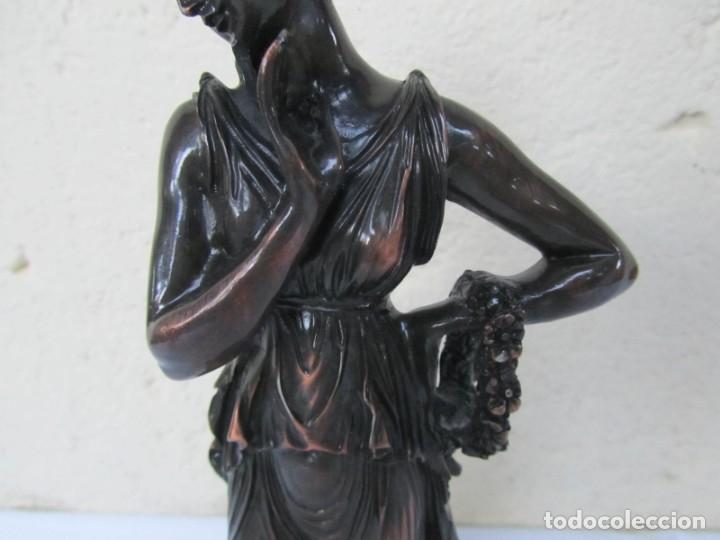 Arte: Escultura Boher estilizada figura femenina, resina patinada en bronce - Foto 4 - 179134510