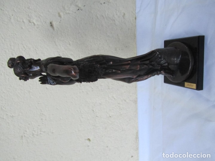 Arte: Escultura Boher estilizada figura femenina, resina patinada en bronce - Foto 9 - 179134510