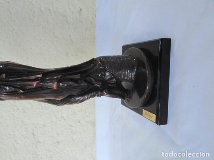 Arte: Escultura Boher estilizada figura femenina, resina patinada en bronce - Foto 12 - 179134510