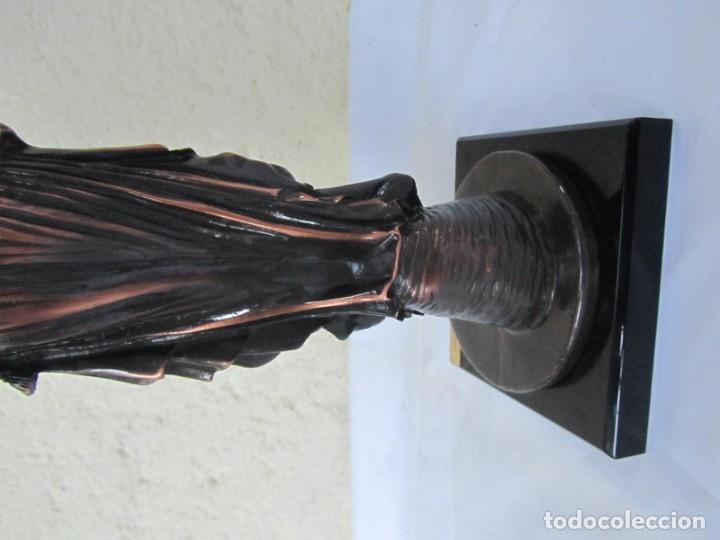 Arte: Escultura Boher estilizada figura femenina, resina patinada en bronce - Foto 15 - 179134510