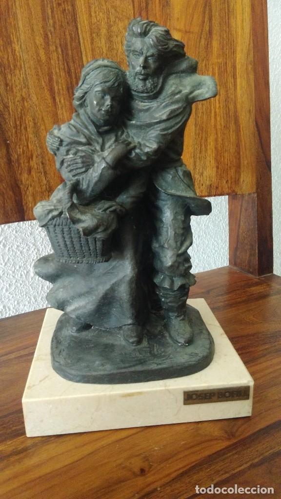 JOSEP BOFILL, PAREJA AL VIENTO, ESCULTURA DE RESINA, BASE MARMOL , FIRMADA (Arte - Escultura - Resina)