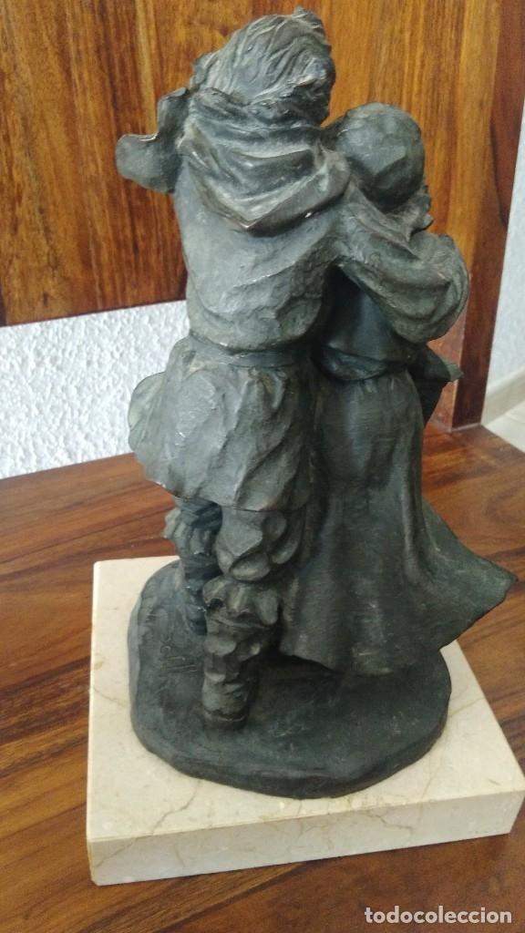 Arte: Josep Bofill, pareja al viento, escultura de resina, base marmol , firmada - Foto 2 - 180244373