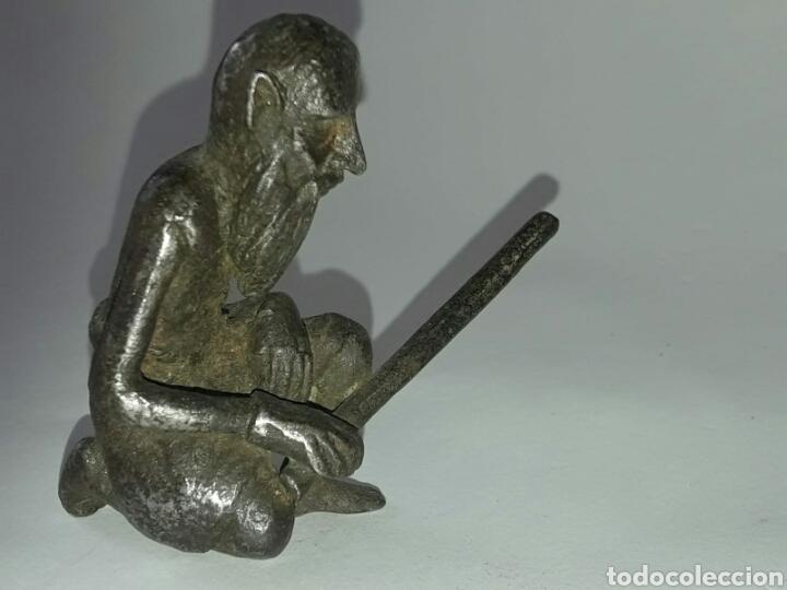 Arte: Pequeña escultura de elfo u hombre de los bosques en hierro forjado. Centro Europa. - Foto 2 - 180265371