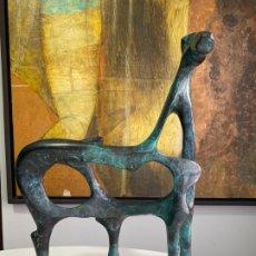 Arte: OSCAR ESTRUGA , ESCULTURA EN BRONCE FIRMADA , CABALLO DE AUTOR CATALÁN . Lote 180468378