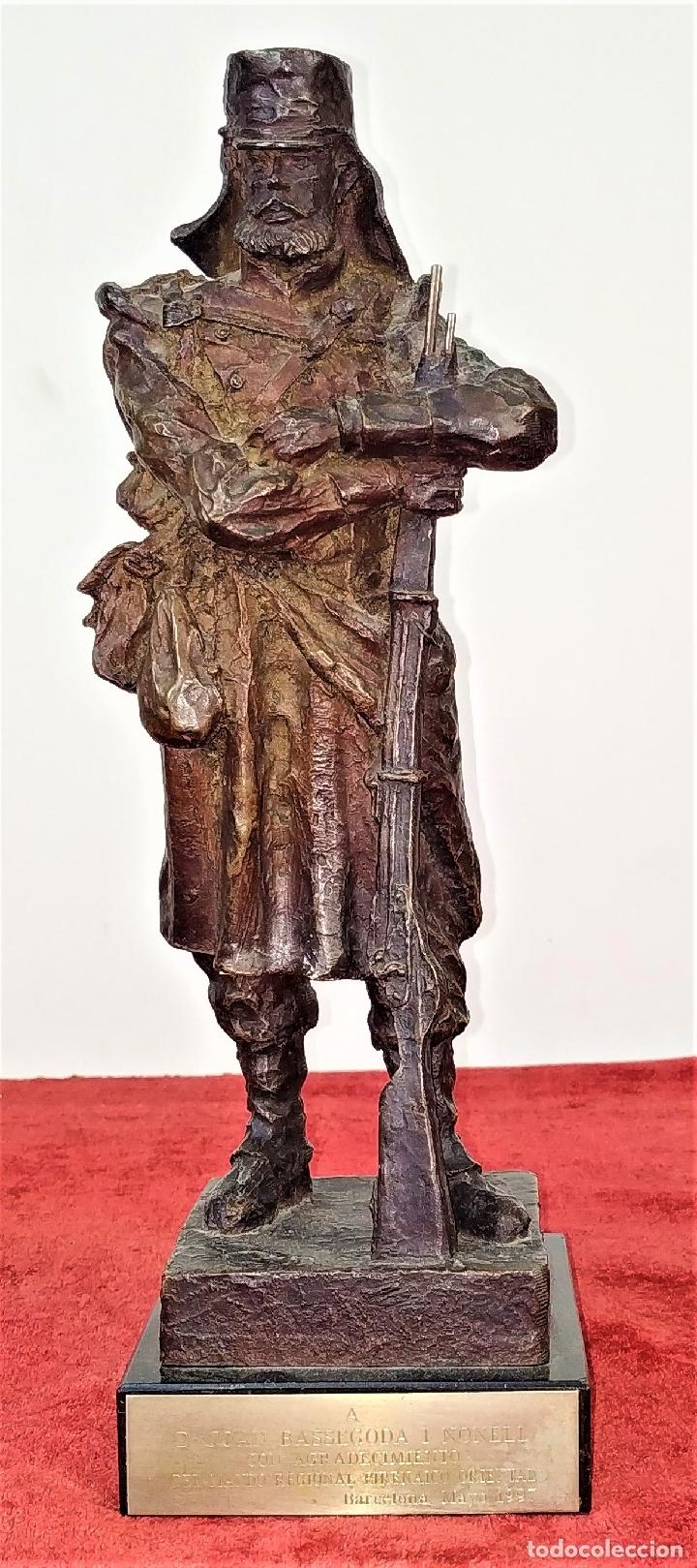 SOLDADO CAZADOR. RESINA CON ACABADO COBRE. L. SÁNCHEZ. ESPAÑA. SIGLO XX (Arte - Escultura - Resina)