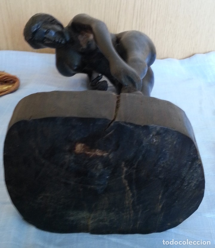 Arte: Mujer desnuda agachada. Escultura en madera tallada. Origen Cubano - Foto 6 - 181596410