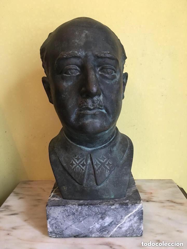 BUSTO DE FRANCISCO FRANCO FIRMADO Y CON SELLO DE FUNDICIÓN (Arte - Escultura - Bronce)