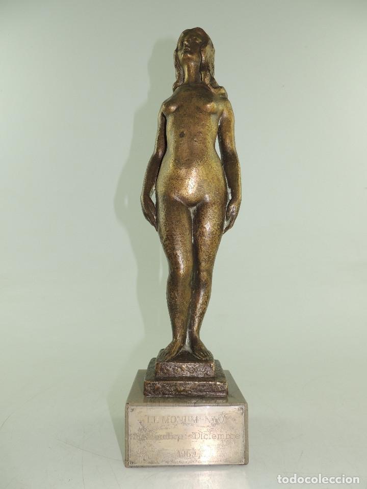 MAGNIFICA ESCULTURA DE BRONCE MUJER DESNUDA SOBRE PEANA TROFEO MONUMENTO 1969 PIEZA DE COLECCION (Arte - Escultura - Bronce)