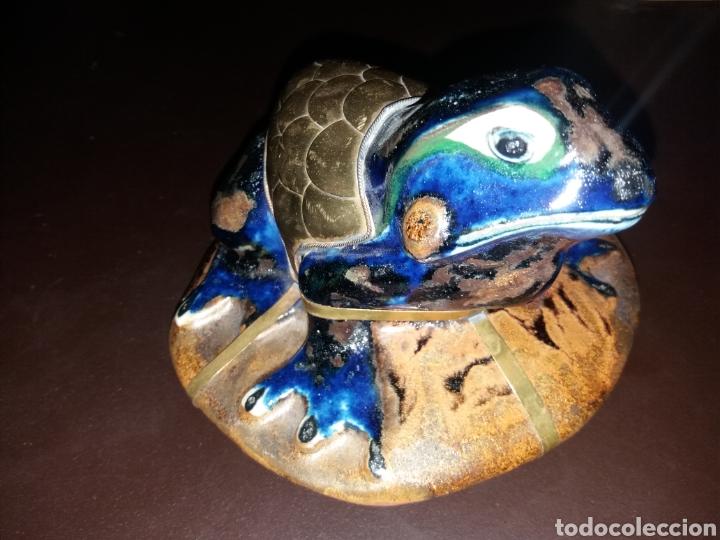 PRECIOSA RANA.16 CM X 11 CM X 15 CM. (Arte - Escultura - Porcelana)
