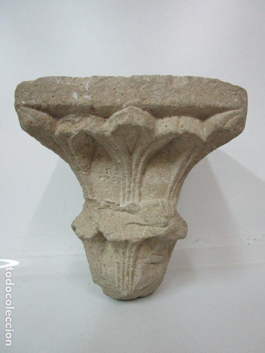 PRECIOSO CAPITEL GÓTICO - PIEDRA GERUNDENSE CON MOTIVOS VEGETALES - GIRONA, EDAD MEDIA - S. XV (Arte - Escultura - Piedra)