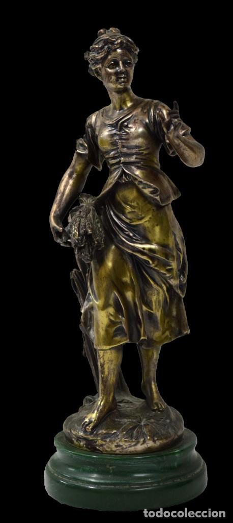 ESPECTACULAR ESCULTURA COSTUMBRISTA DE BRONCE CON BAÑO O REGRUESO DE PLATA DE LEY. XIX. 51 CM (Arte - Escultura - Bronce)