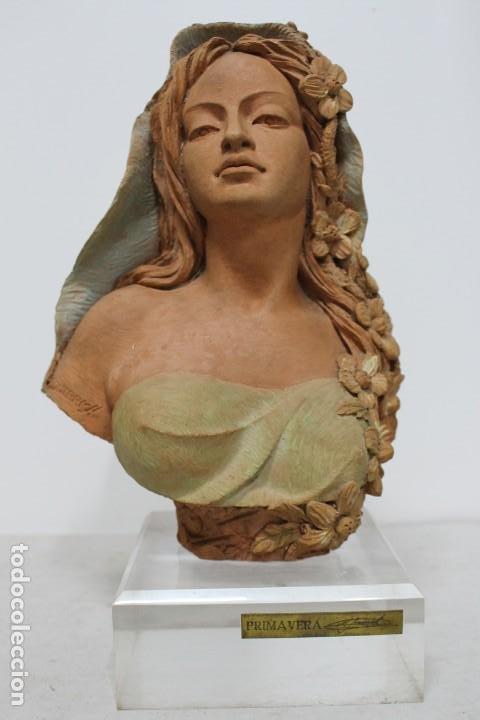 BUSTO DE MUJER ALEGORIA DE PRIMAVERA FIRMADO SENSERRICH (Arte - Escultura - Resina)