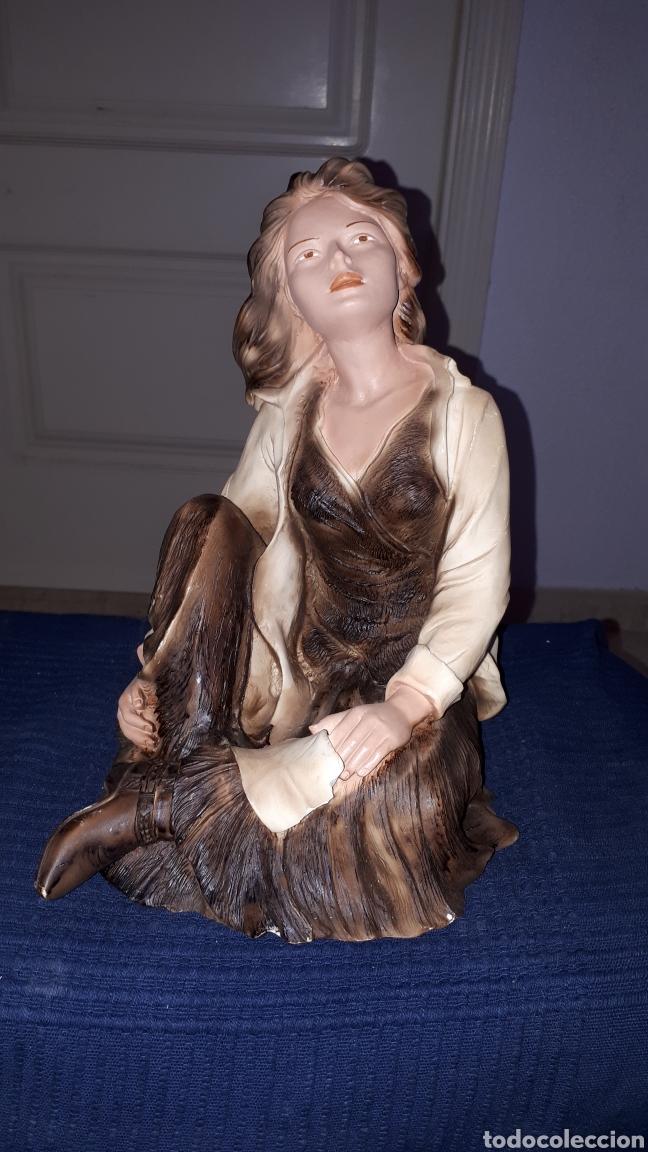 ESCULTURA FIRMADA ANGELES LUSUADA L.FERNANDEZ (Arte - Escultura - Resina)