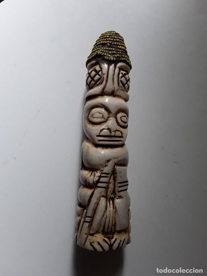 CONSOLADOR DE HUESO LABRADO. ARTE AFRICANO (Arte - Escultura - Hueso)