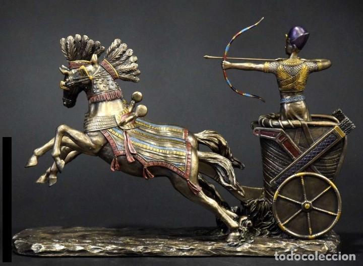 Arte: FIGURA Ramses II en su carro. 28x19x9cm RESINA BRONCE METALIZADO - Foto 2 - 184665366