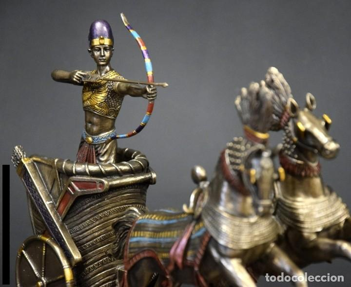 Arte: FIGURA Ramses II en su carro. 28x19x9cm RESINA BRONCE METALIZADO - Foto 3 - 184665366