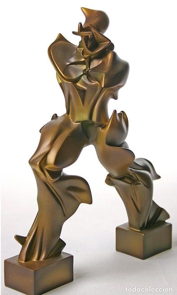 Arte: INTERESANTE ESCULTURA DEL HOMBRE FUTURISTA DE UMBERTO BOCCIONI EN RESINA CON ACABADO EN BRONCE - Foto 2 - 101128299