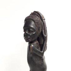 Arte: ESCULTURA TALLADA EN MADERA DE ÉBANO. ORIGINARIA DE TANZANIA. AÑOS 50.. Lote 185718657