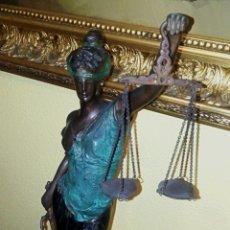 Arte: ANTIGUA ESCULTURA - DAMA DE LA JUSTICIA - ART DECO - BRONCE Y ESMALTE. Lote 186145468